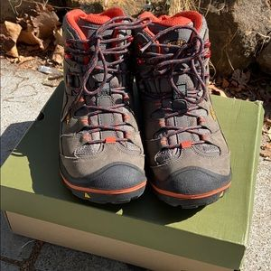 Men's Size 10.5 Keen Durand Mid Height Hiking Boot